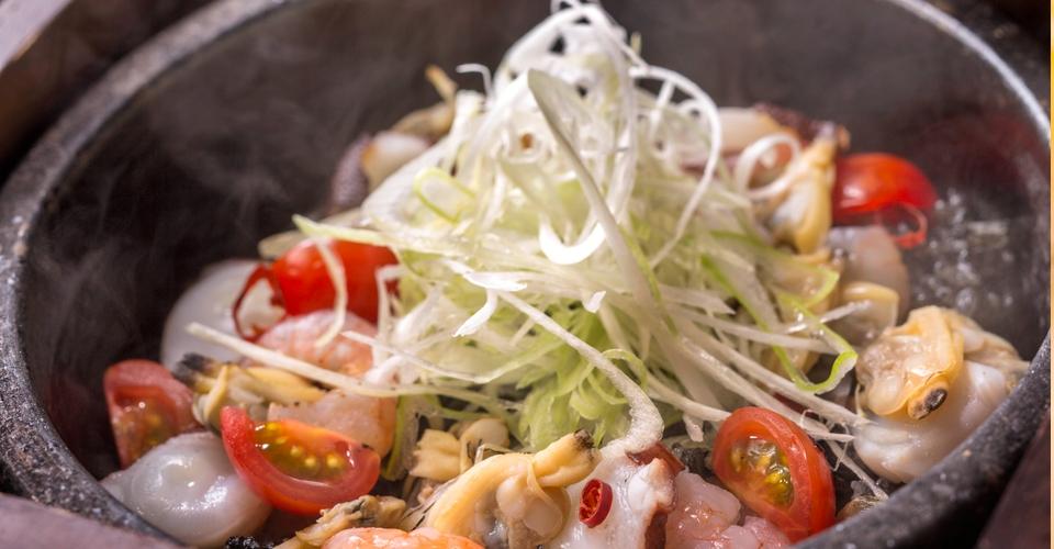海鮮イカスミ石焼き飯